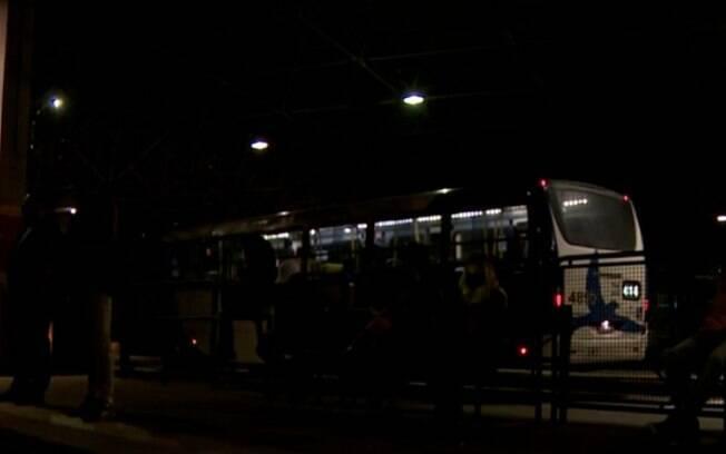 Falta de iluminação nos terminais de Campinas amedronta passageiros