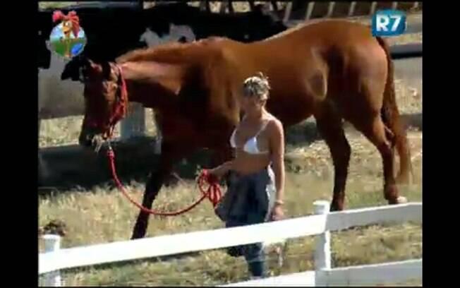 Na ordem das atividades com os cavalos, Anna se perde e pode levar castigo