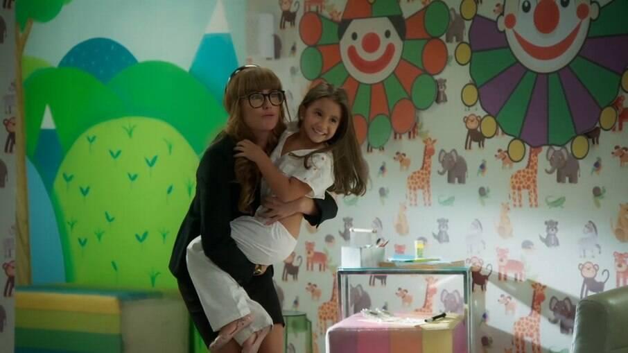 Filha de Deborah Secco estreia em 'Salve-se Quem Puder'
