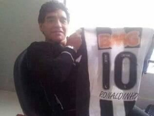 Maior ídolo do futebol argentino movimentou redes sociais com camisa alvinegra