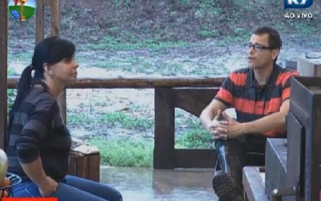 Sylvinho e Gretchen criticam Penélope Nova: