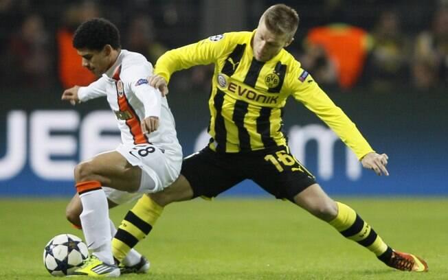 O brasileiro Taison sofreu com a marcação do  Borussia