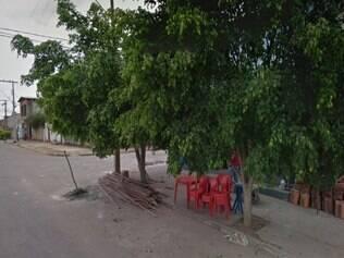 Suspeito estava com amigos na porta de seu bar, na rua Dona Bala, quando foi abordado pela polícia