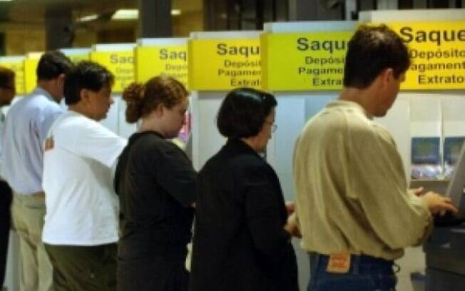 Febraban diz que medida vai facilitar a vida do consumidor ao transferir dinheiro entre bancos