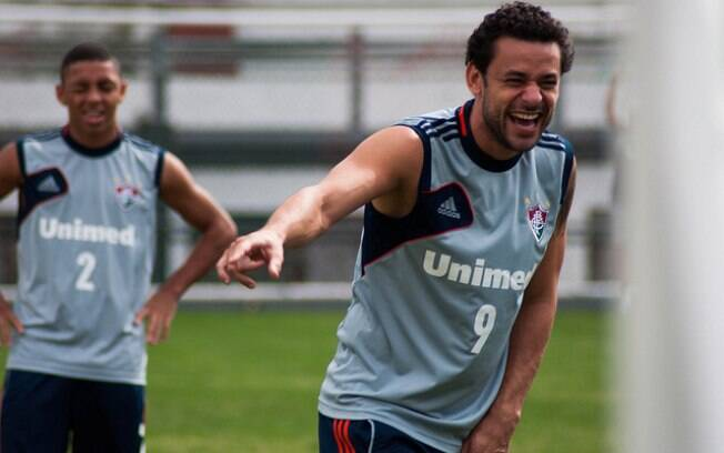 Fred se diverte em treino do Fluminense
