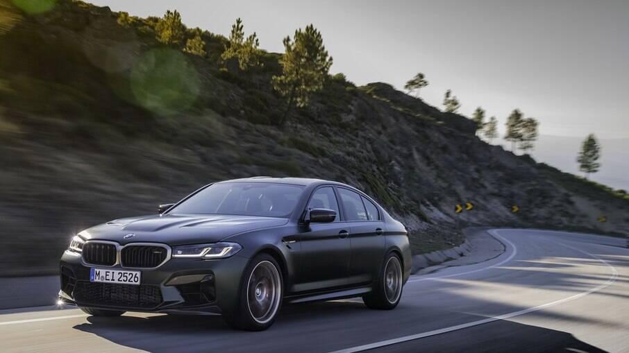 BMW M5 CS 2022: sedã esportivo bate recordes de desempenho para pilotos de plantão endinheirados