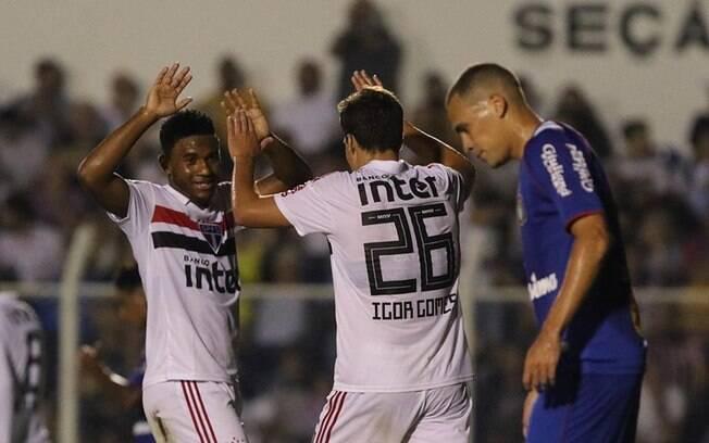 Jogadores do Tricolor comemoram gol no duelo contra o São Caetano pela última rodada do Paulista