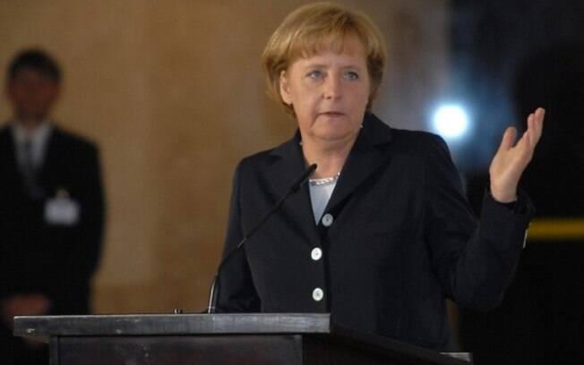 A chanceler alemã Angela Merkel alertou que qualquer cooperação com os EUA depende do respeito à lei e à dignidade humana