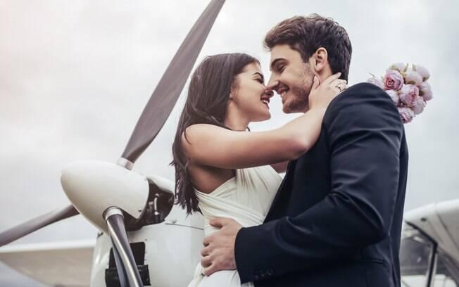 Em um de seus voos, a tripulante presenciou um pedido de casamento que emocionou a todos que estavam no avião