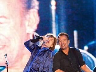 Mick Jagger com o convidado especial Bruce Springsteen no show da noite passada, no Rock in Rio Lisboa