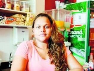 """Depoimento. """"O movimento caiu após o hospital fechar, e uma farmácia fechou. O Pronto-Atendimento Municipal não atende todas as emergências, então temos que correr para Vespasiano."""" - Andréia de Moura, funcionária de lanchonete em frente à Santa Casa"""