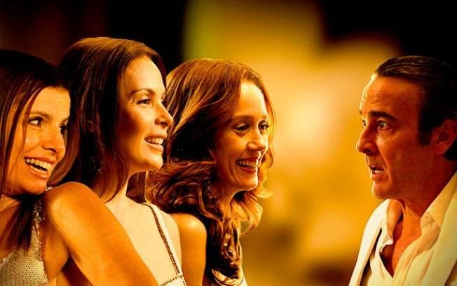 Cadinho (Alexandre Borges) e suas três mulheres: Noêmia (Camila Morgado), Verônica (Déborah Bloch) e Alexia (Carolina Ferraz)