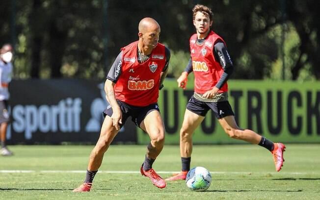 Lesão de Tardelli preocupa comissão do Atlético-MG