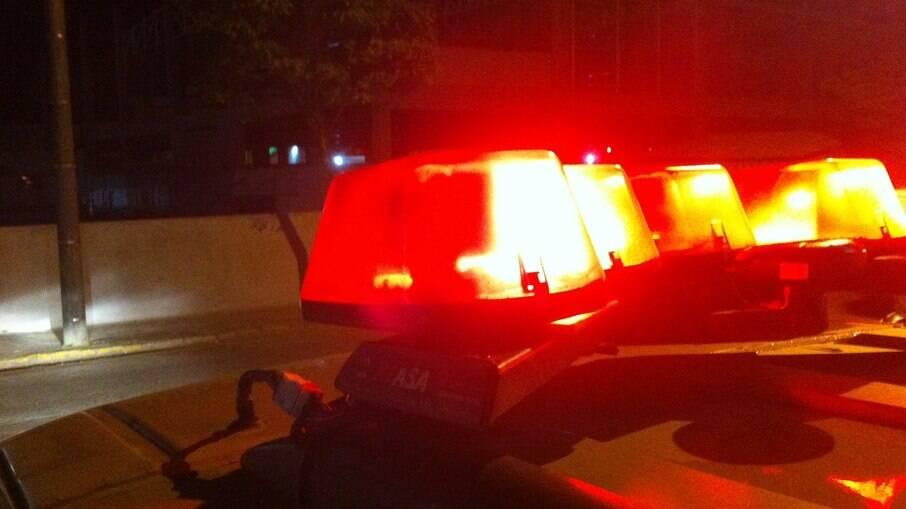 Homem foi preso na contramão com o corpo de um idoso morto no banco de carona
