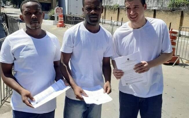 Carlos, Felipe e Anderson, três dos presos que denunciaram sessão de tortura em quartel, foram soltos semana passada