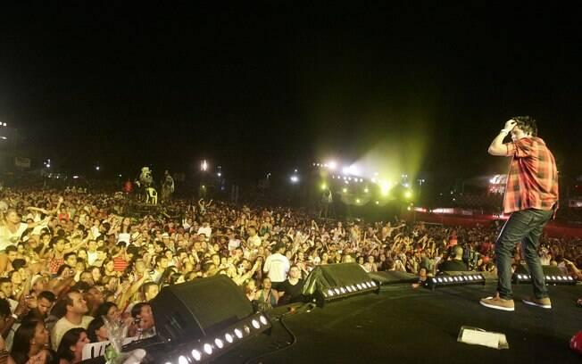 Luan Santana agita público presente em Festival