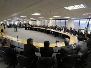 Compromisso.  Ordem dos Advogados promoveu recente encontro público com a participação dos partidos para discutir eleições limpas