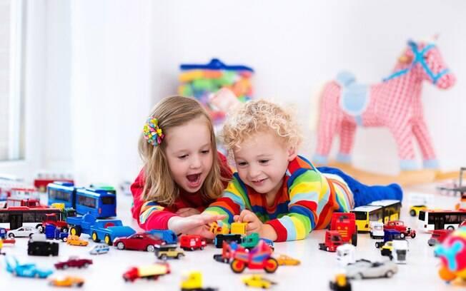 Antes de comprar os brinquedos para os filhos é preciso verificar se o objeto é seguro