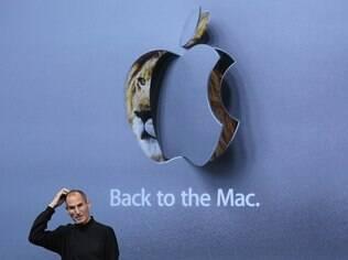 Steve Jobs (1955-2011) é visto em lançamento de novidades da linha Mac em 2010