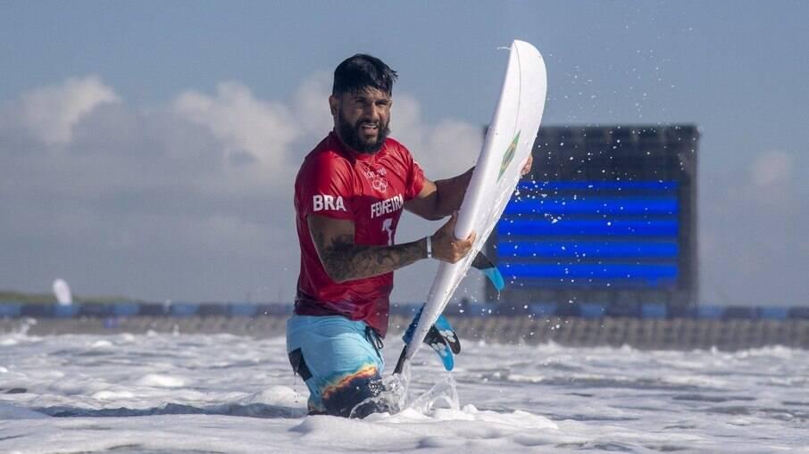 Ítalo Ferreira vence semifinal do surfe e brigará pelo primeiro ouro do Brasil