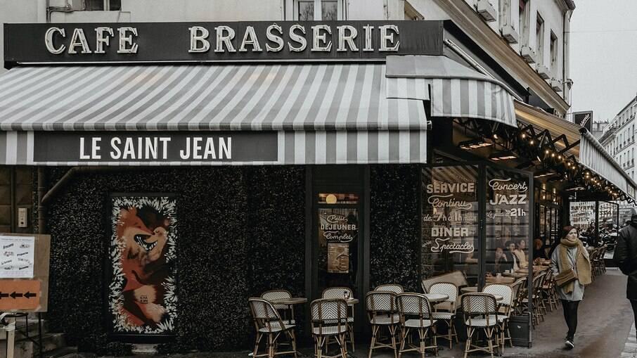 Paris tem diversos cafés e bistrôs