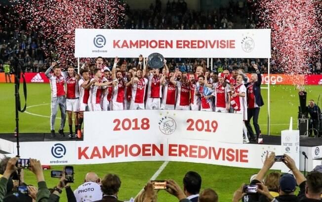 Ajax foi campeão holandês da temporada 2018/29