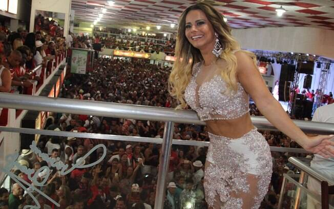Viviane Araújo usou um look transparente no ensaio do Salgueiro nesse sábado (23)