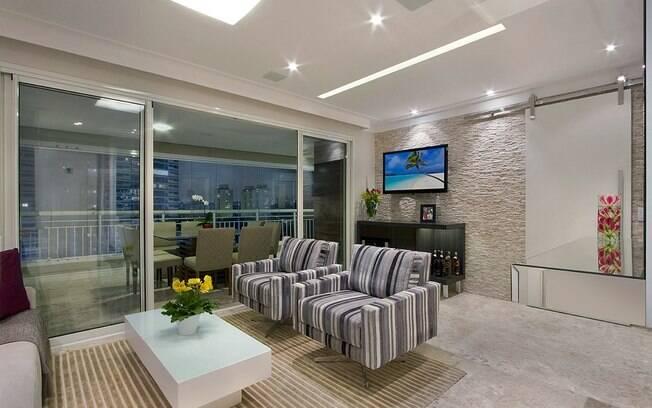 decoracao de apartamentos pequenos de baixo custo: giratórias no lugar do sofá para dar mobilidade. Foto: Divulgação