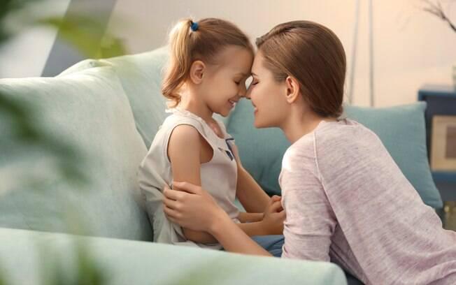 Mãe faz desabafo sobre a relação dela com as filhas e afirma amar mais a filha adotiva do que a biológica