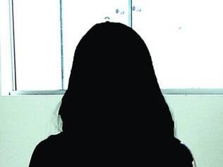 Ex- funcionária - ex-servidora da secretaria de assistência social de Betim, demitida em janeiro deste ano, relata que sofria ameaças para assinar documentos em branco. o preenchimento de notas era feito pelo ex-locutor do prefeito de betim.