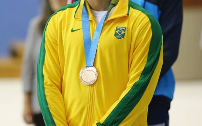 Marcelo Chierighini não escondeu o desapontamento com o bronze no pódio. Foto: Rebecca Blackwell/AP