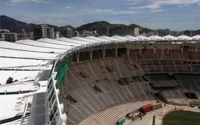 Cerca de 70% da cobertura do estádio está  finalizada