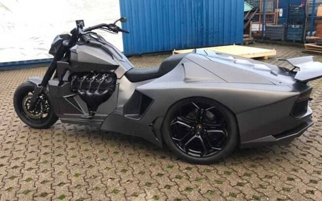 Moto Lamborghini Aventador pode ser considerada até um triciclo muscle, com suas três rodas e motor V8 de Corvette