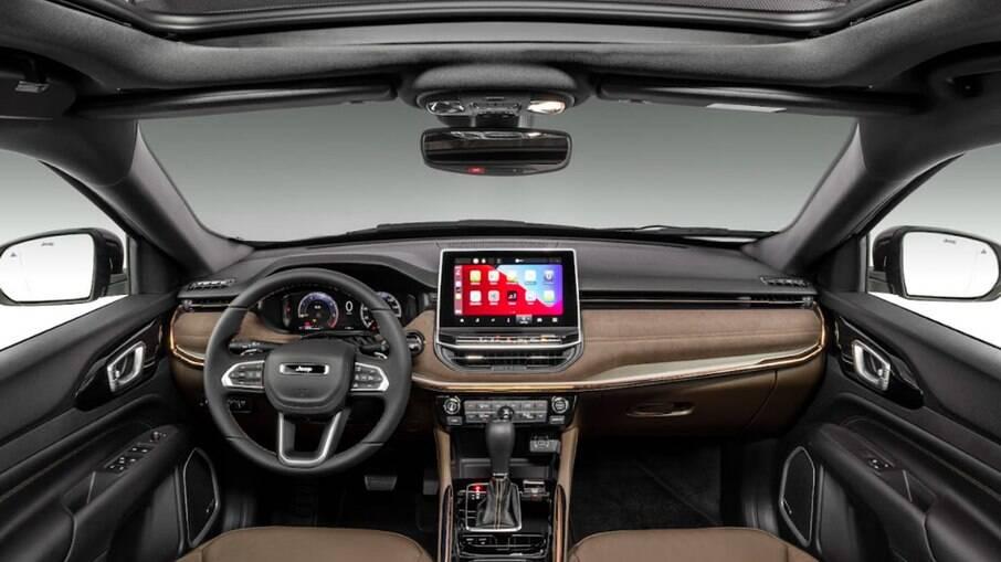 O interior do Jeep Commander 2022 segue a linguagem visual do novo Compass, do qual herdou alguns componentes