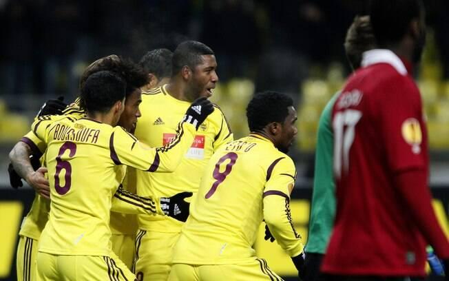 Samuel Eto'o (camisa 9) recebe no Anzhi o  maior salário do mundo: 20 milhões de euros  anuais