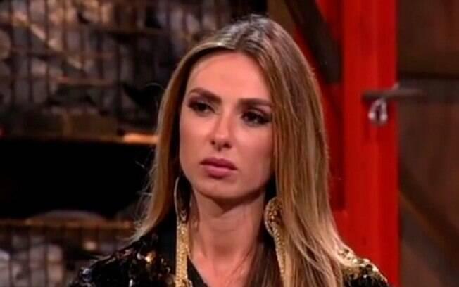 A atriz, modelo e jornalista Nicole Bahls surpreendeu ao ter sido a primeira eliminada de