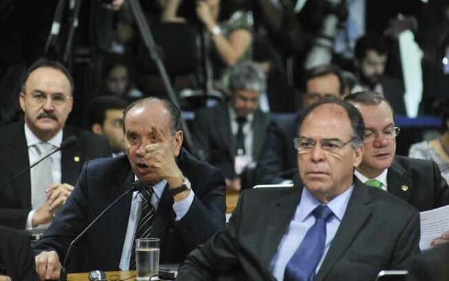 Senador Aloysio Nunes Ferreira (PSDB-SP) faz pronunciamento durante reunião que discute o encaminhamento do relatório da Comissão Especial de Impeachment no Senado. À direita, o senador Fernando Bezerra Coelho (PSB-PE). Foto: Geraldo Magela/Agência Senado