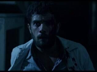 Rafael Cardoso em cena do terror brasileiro ''O Rastro''