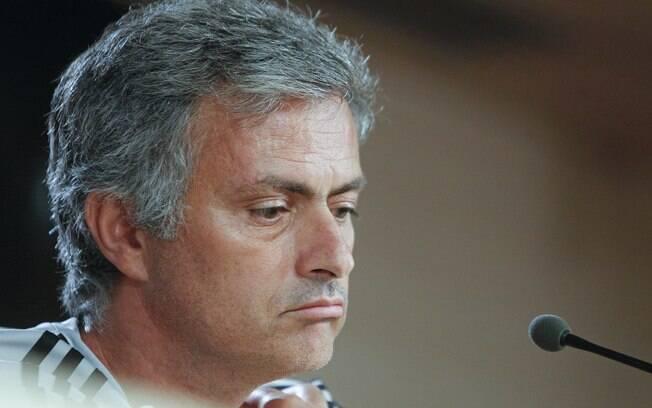 Mourinho de cara fechada na coletiva