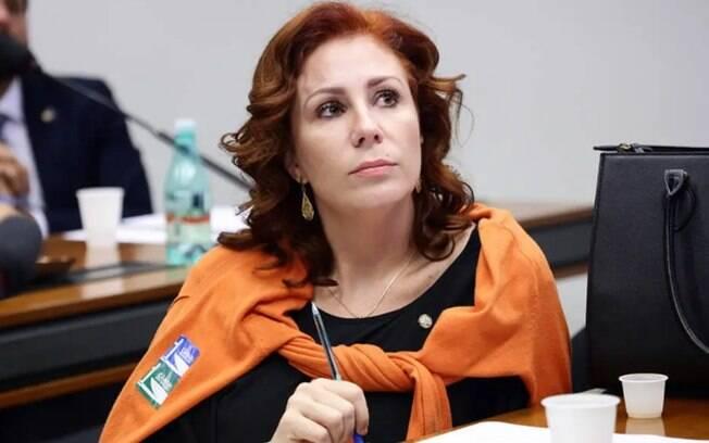 Deputada Carla Zambelli (PSL-SP) acusou Joice Hasselmann e Luciano Bivar