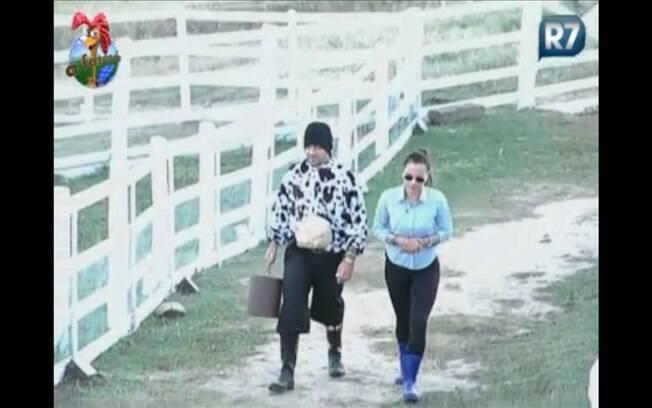 Gui Pádua, vestido de vaca, pergunta sobre nova participante para Taci