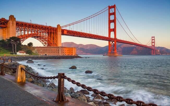 A Ponte Golden Gate, em São Francisco, é o maior cartão-postal da cidade, uma das pontes famosas dos Estados Unidos e é considerada uma das Sete Maravilhas do Mundo Moderno pela Sociedade Americana de Engenheiros Civis