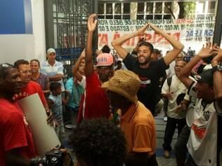 Cidades - Belo Horizonte - MG Ocupantes da Granja Wernek (Rosa Leao, Vitoria e Esperanca) ocupam a agencia da Caixa Economica Federal do centro da cidade na espera por uma resposta FOTO: FERNANDA CARVALHO / O TEMPO - 25.08.2014