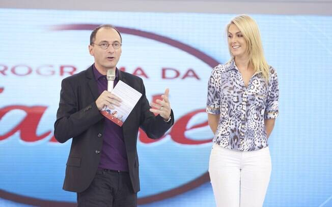 Ana Hickmann apresenta ao lado de Britto Jr. as novidades do próximo programa da Record, que será comandado pela dupla