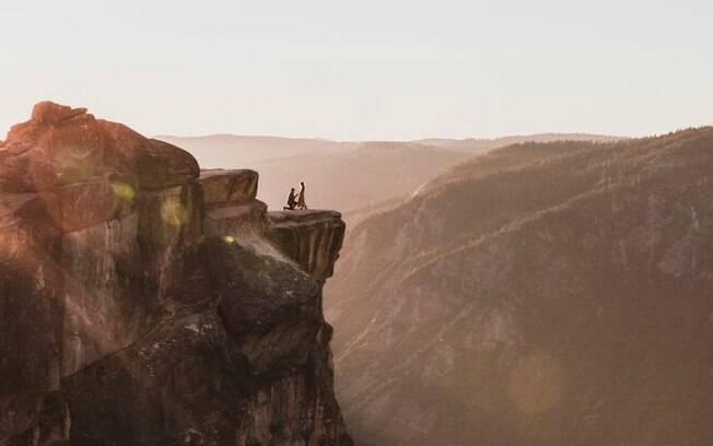 Pedido de casamento em parque nacional norte-americano é clicado acidentalmente e imagem do momento viraliza