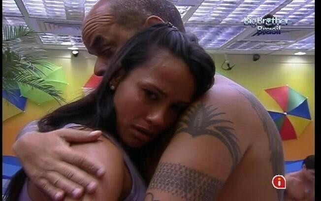 Kelly chora pela saudade que sente da mãe