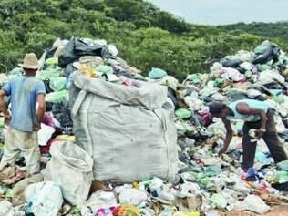 Esmeraldas, na região metropolitana, mantém lixão funcionando