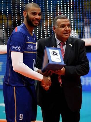 Earvin N'Gapeth recebeu o prêmio de melhor jogador da Liga Mundial