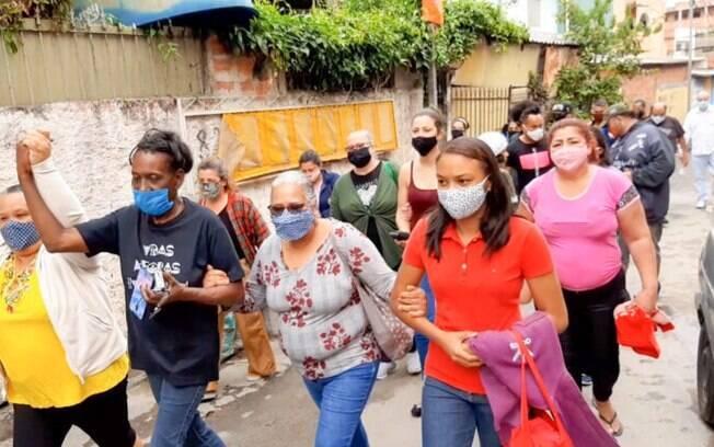 Mães de vítimas de Chacina fizeram ato em escadão do bairro Munhoz Júnior