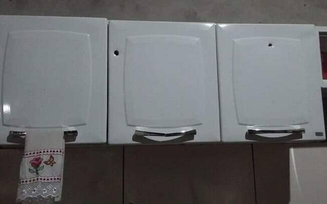 Tiros que teria sido disparados pelo prefeito deixaram marcas nos armários da casa do vereador